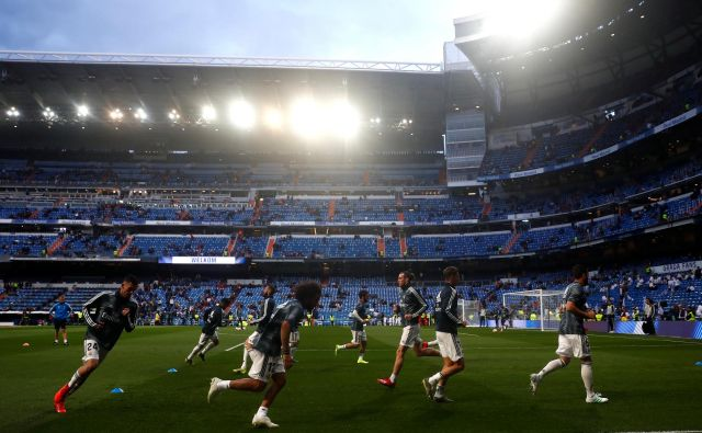 Realov štadion Santiago Bernabeu po pandemiji koronavirusa klubu seveda ne prinaša načrtovanih prihodkov. FOTO: Juan Medina/Reuters