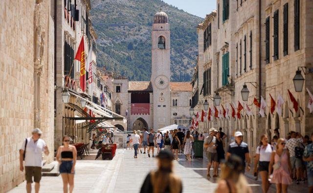 Dubrovnik je v tem času bolj prazen kot običajno. FOTO: Antonio Bronic/Reuters