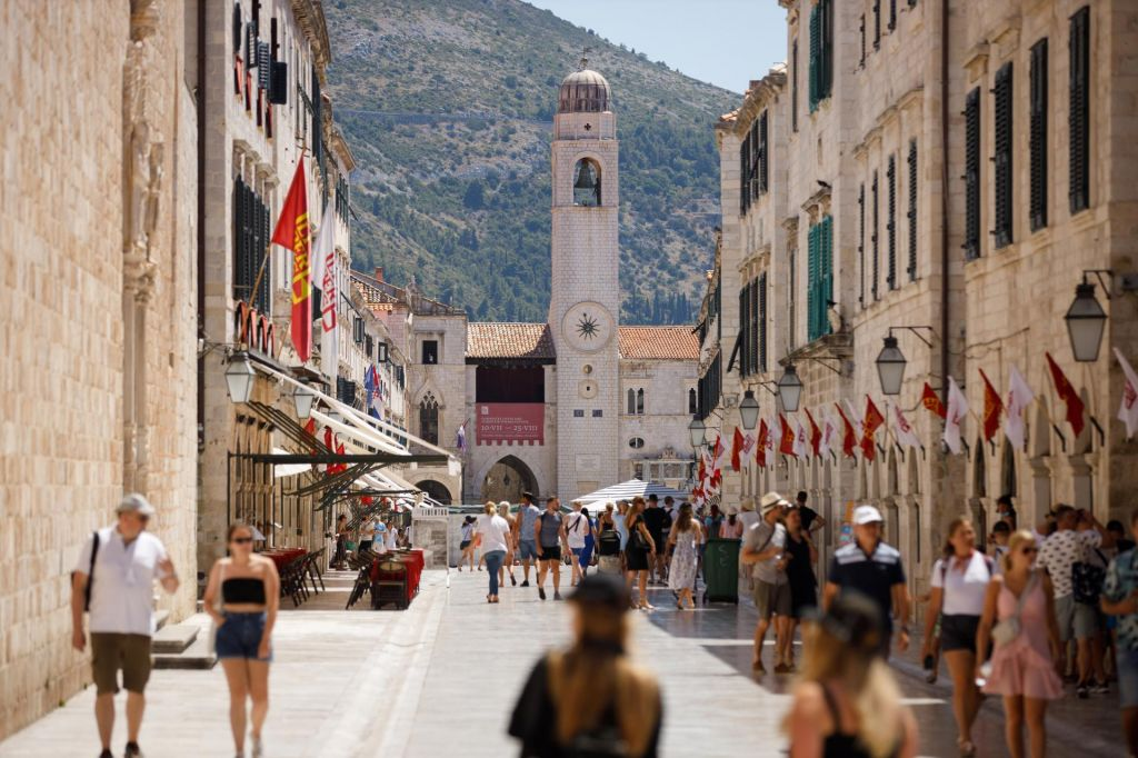 FOTO:Na Hrvaškem 36 novih okužb, šest oseb na ventilatorjih