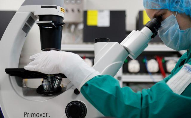 Biotehnološka družba Biocad iz Sankt Peterburga je ena od 17 ruskih raziskovalnih ustanov, v katerih preizkušajo zdravila proti covidu-19. Foto Anton Vaganov/Reuters