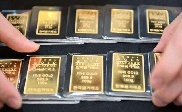 Negotovost zaradi koronavirusa in geopolitične napetosti so letos ceno zlata zvišale za kar 30 odstotkov. FOTO: Jung Džeon Dže/AFP
