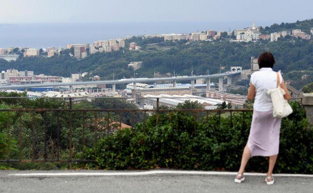 Novi viadukt so Genovčani dočakali brez odgovorov na bistvena vprašanja. Foto: Flavio Lo Scalzo/Reuters