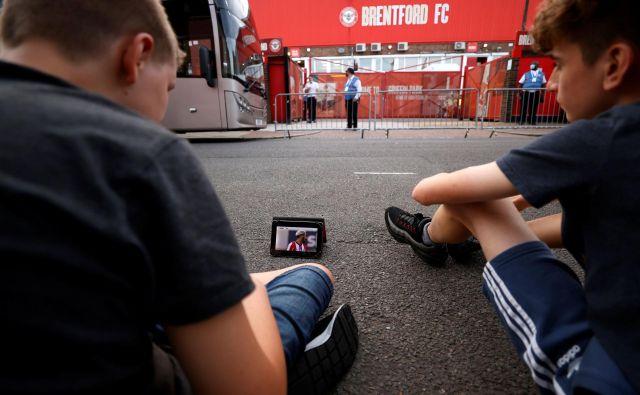 Navijači Brentforda niso mogli v živo spremljati zadnje tekme v legendarnem Griffin Parku. Foto John Sibley/Reuters