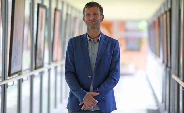 Marko Slavič, direktor Doma Danice Vogrinec Maribor, se sprašuje, kje bodo domovi dobili dodaten kader za mobilne enote.<br /> FOTO: Tadej Regent/Delo