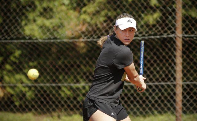 Naša obetavna teniška igralka Kaja Juvan se je na nadaljevanje sezone zelo resno pripravljala. FOTO: Jure Eržen/Delo