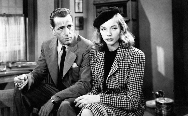 Humphrey Bogart kot Chandlerjev Philip Marlowe in Lauren Bacall kot fatalna ženska sta zablestela v Hawksovem <em>Globokem spanju</em>.<br /> Foto promocijsko gradivo