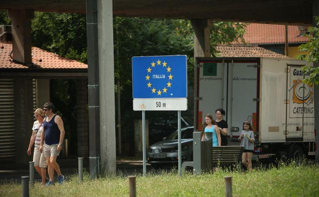 Oblasti v Furlaniji-Julijski krajini so v pismu italijanski vladi prejšnji teden pozvale k »hitremu in ciljnemu ukrepanju«, s katerim bi ustavili prehajanje migrantov iz Slovenije v Italijo. FOTO: Jure Eržen/Delo