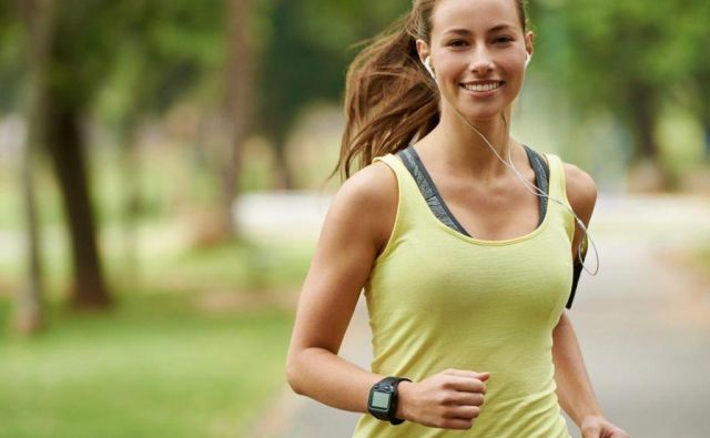 Za vadbo moči ne potrebujete nobenih posebnih pripomočkov, vaše telo bo povsem dovolj. FOTO: Shutterstock