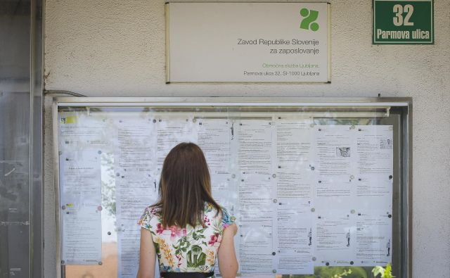 Julija se je na zavodu za zaposlovanje na novo prijavilo 8422 brezposelnih, za skoraj tretjino več kot julija lani. FOTO: Jože Suhadolnik/Delo