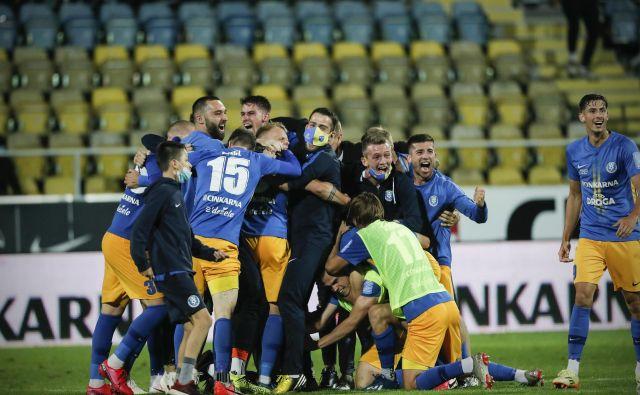 Celjski nogometaši so se takole veselili naslova slovenskega prvaka, zdaj bodo spoznali še režim igranja v boju za ligo prvakov. FOTO: Uroš Hočevar