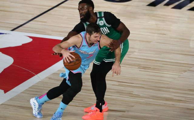 Goran Dragić (z žogo) je v majici Miamija zaznamoval tudi derbi z Bostonom. FOTO: Kim Klement/Usa Today Sports