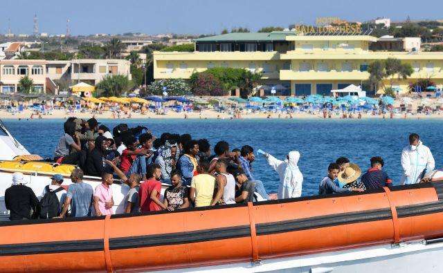 V zadnjem času se je povečalo predvsem število migrantov, ki v Italijo prihajajo iz Tunizije. Foto: Alberto Pizzoli/Afp