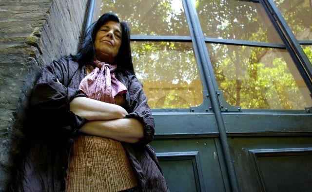 Sontagova je bila svoja lastna kreacija, tako kot filmske zvezde je oblikovala svojo zunanjost (značilni beli pramen v njenih črnih laseh) in osebnost. FOTO Alessia Pierdomenico/Reuters