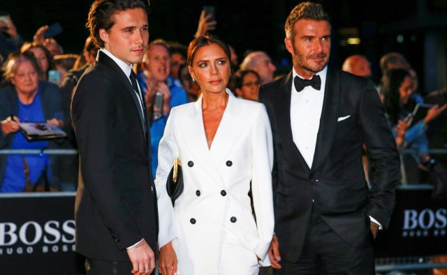 David Beckham v družbi soproge Victorie in sina Brooklyna. FOTO: Henry Nicholls/Reuters