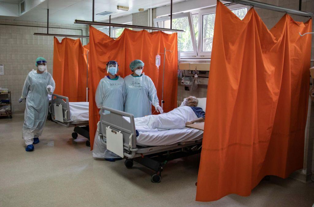 FOTO:V Srbiji skoraj 300 novih okužb
