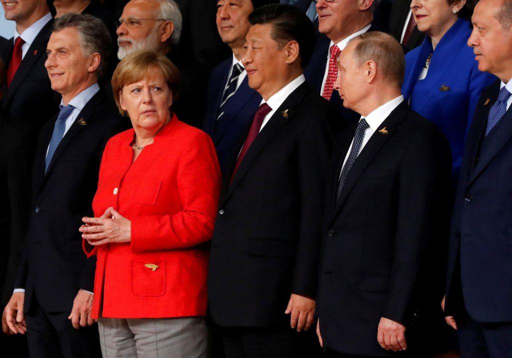 Nemčija na napeti vrvi med velesilami
