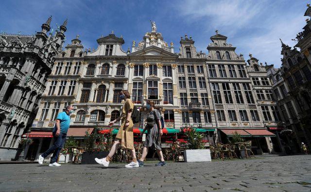Tudi bruseljski trgi v poletnih dneh bolj ko ne samevajo. FOTO: Yves Herman/Reuters