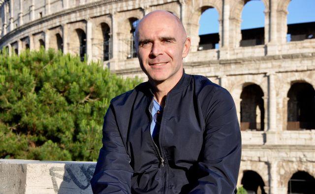 V iskrenih zapisih Janko Petrovec tudi sebi kot novinarju nastavlja ogledalo. FOTO: Iris Rupnik