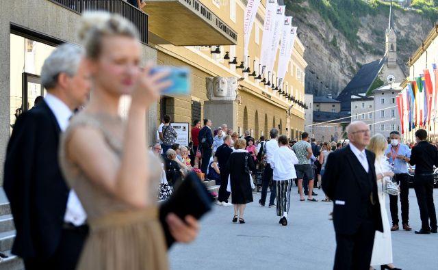 Obiskovalci salzburškega festivala glasbe in gledališča ta konec tedna. FOTO: Barbara Gindl/AFP
