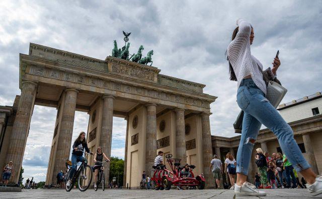 Prizor izpred Brandenburških vrat v Berlinu. FOTO: John Macdougall/AFP