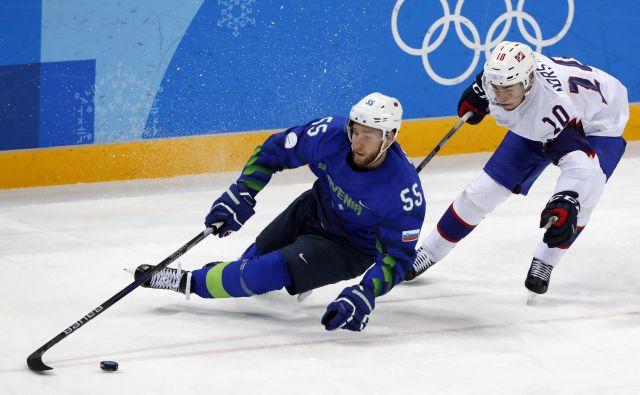 Robert Sabolič je že dolgo med vodilnimi slovenskimi hokejskimi reprezentanti, ni pa še jasno, pri katerem klubu bo igral v novi sezoni. FOTO: Grigory Dukor/Reuters