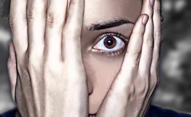 Sodobna generacija Z ali internetna generacija (rojeni med letoma 1995 in 2012) je zelo obremenjena s sindromom zlega sveta. FOTO: Shutterstock