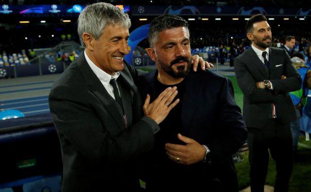 Gennaro Gattuso (desno) in kolega Quique Setien sta se pozdravila v Napoliju. FOTO: Ciro De Luca/Reuters