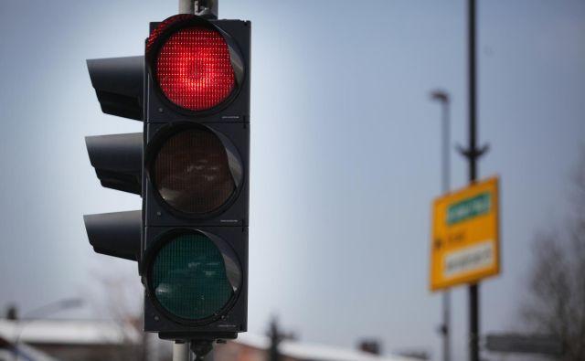 Novo pravilo ne bo veljalo na vseh semaforiziranih križiščih. FOTO: Jože Suhadolnik