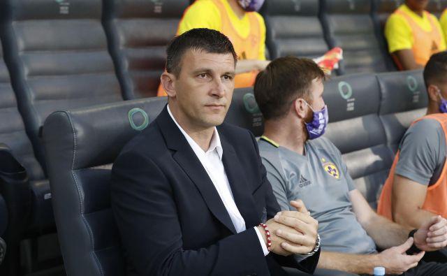 Mariborski trener Sergej Jakirović čaka na rezultate današnjih testiranj nogometašev Aluminija. FOTO: Leon Vidic
