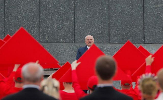 Nekdanji direktor kolhoza Aleksander Lukašenko je na čelu Belorusije že 26 let. FOTO: Vasilij Fedošenko/Reuters