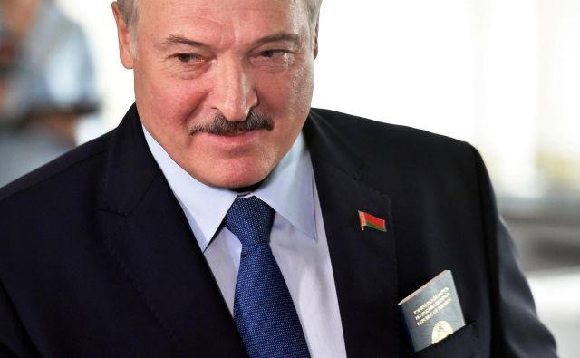 Če gre verjeti vzporednim volitvam bo že šestič zapored državo vodil Aleksander Lukašenko Foto Pool Via/Reuters