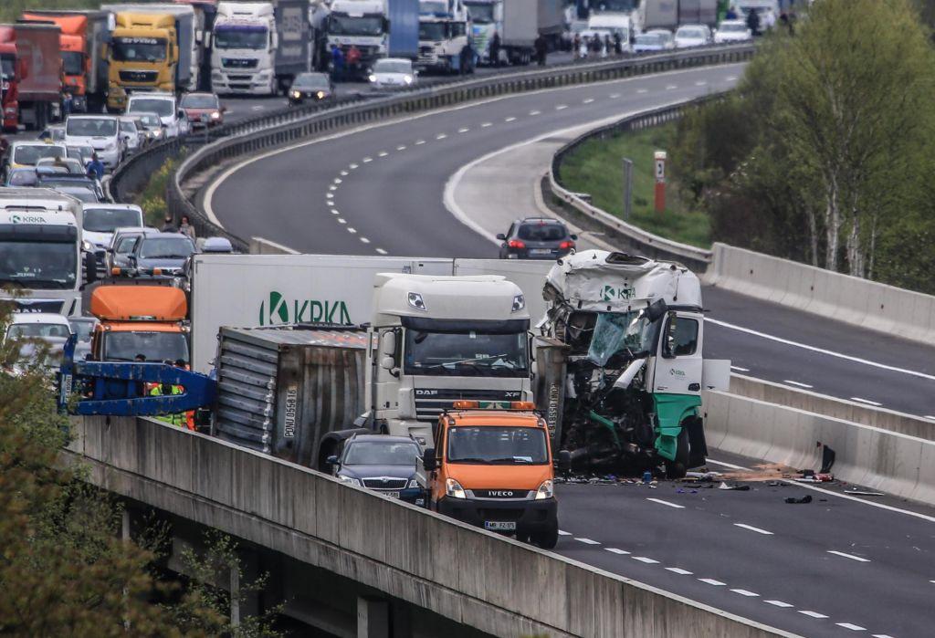 Tovornjaki bodo prehitevali še naprej
