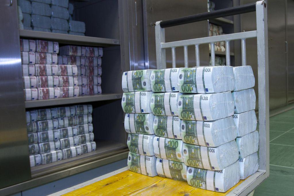 V bankah več kot 10.000 evrov na prebivalca