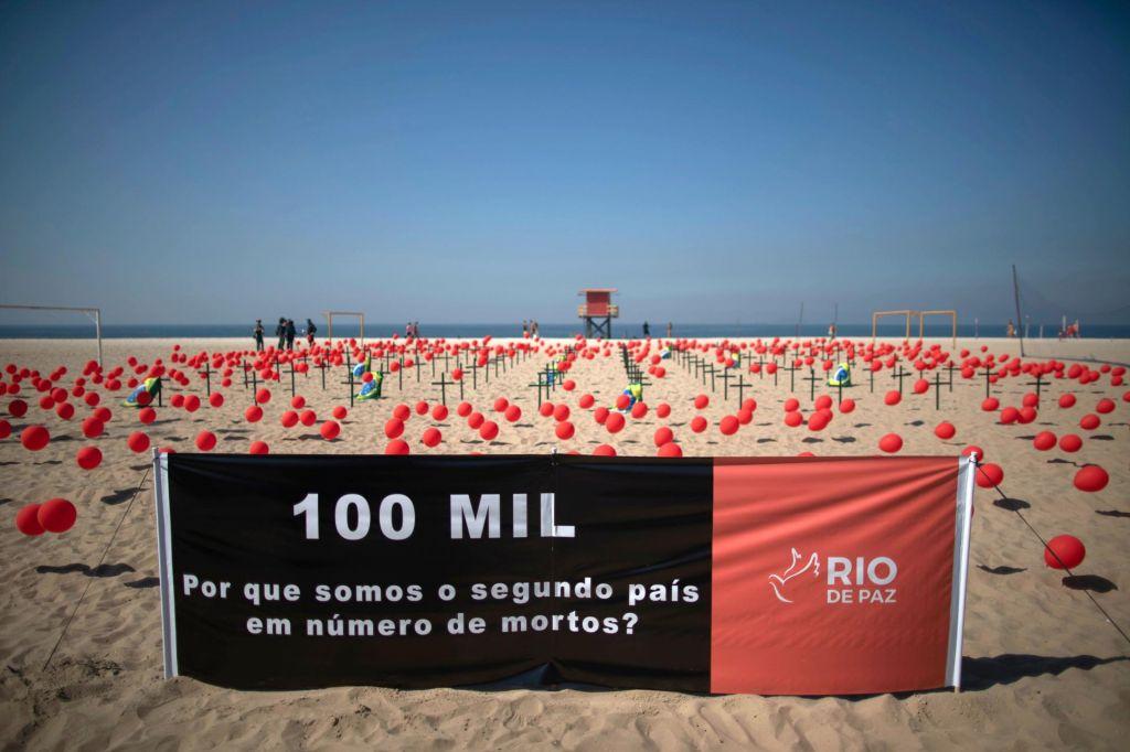 FOTO:V Braziliji zaradi covida umrlo več kot 100.000 oseb
