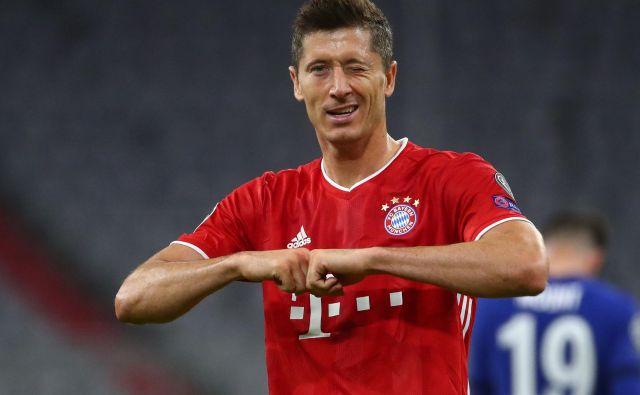 Robert Lewandowski je imenitno formo potrdil tudi proti Chelseaju. FOTO: Michael Dalder/Reuters