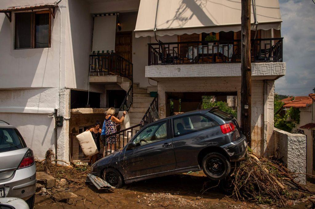 Najmanj pet smrtnih žrtev poplav v Grčiji