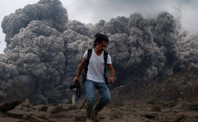 Vulkan Sinabung je bil neaktiven štiri stoletja, zatem se je znova prebudil. FOTO: Sutanta Aditya/AFP