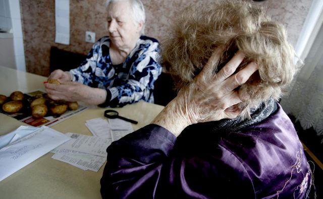 Stari ste 65 let, za vami je 40 let delovne dobe. Ne morete končati službovanja, ker vam nizka pokojnina ne bo omogočala kakovostnega preživljanja let, ki so pred vami. FOTO: Roman Šipić/Delo