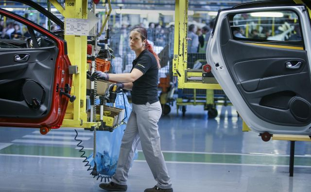 Industrijska proizvodnja je letos zaznala največji polletni padec po kriznem letu 2009. FOTO: Jože Suhadolnik/Delo