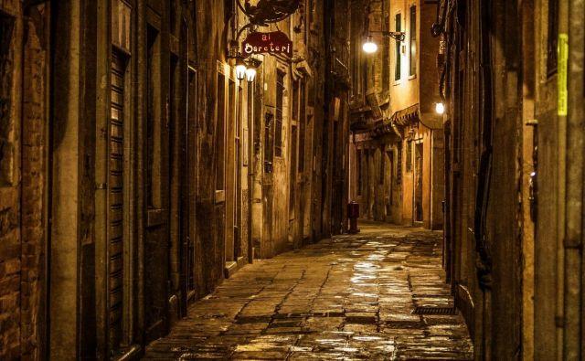 Nekakšna zgodba se zapleta in razpleta tudi po ulicah Firenc, še bolj pa v sanjskih nedoločljivih geografskih, časovnih in mentalnih koordinatah. Foto AFP