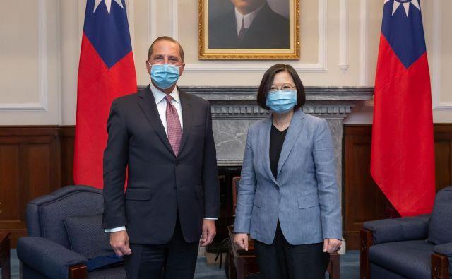 Ameriški minister za zdravje Alex Azar se je s tajvansko predsednico Tsai Ing-wen pogovarjal o »treh pomembnih temah«. FOTO: AFP
