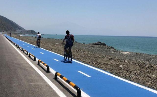 Do leta 2023 nameravajo zgraditi kar 4.755 kilometrov kolesarskih stez. FOTO: IHA