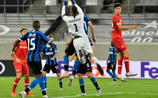 Samir Handanović se je s svojim Interjem zasluženo uvrstil v polfinale evropske lige. FOTO: Martin Meissner/AFP