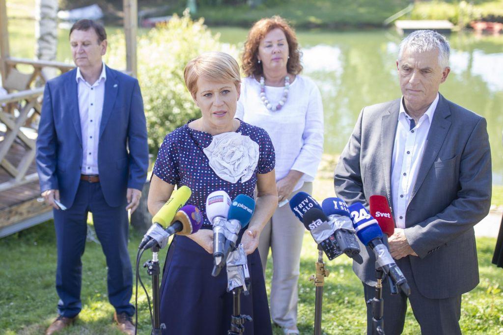 FOTO:Poslanci Desusa Aleksandro Pivec pozvali k odstopu
