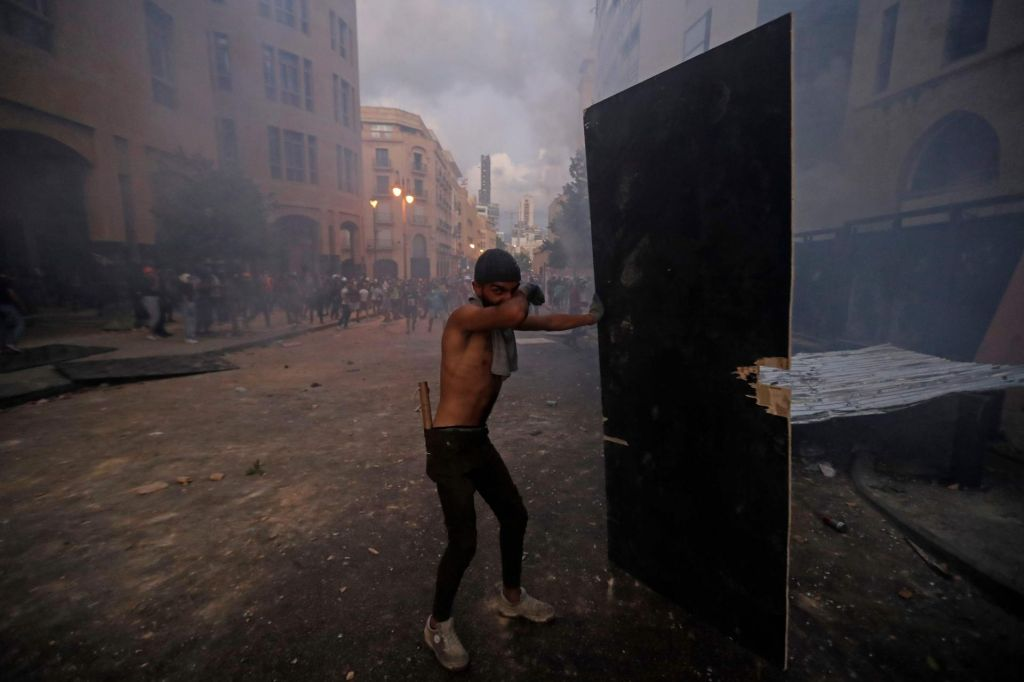 Libanonska vlada odstopila, protesti se nadaljujejo