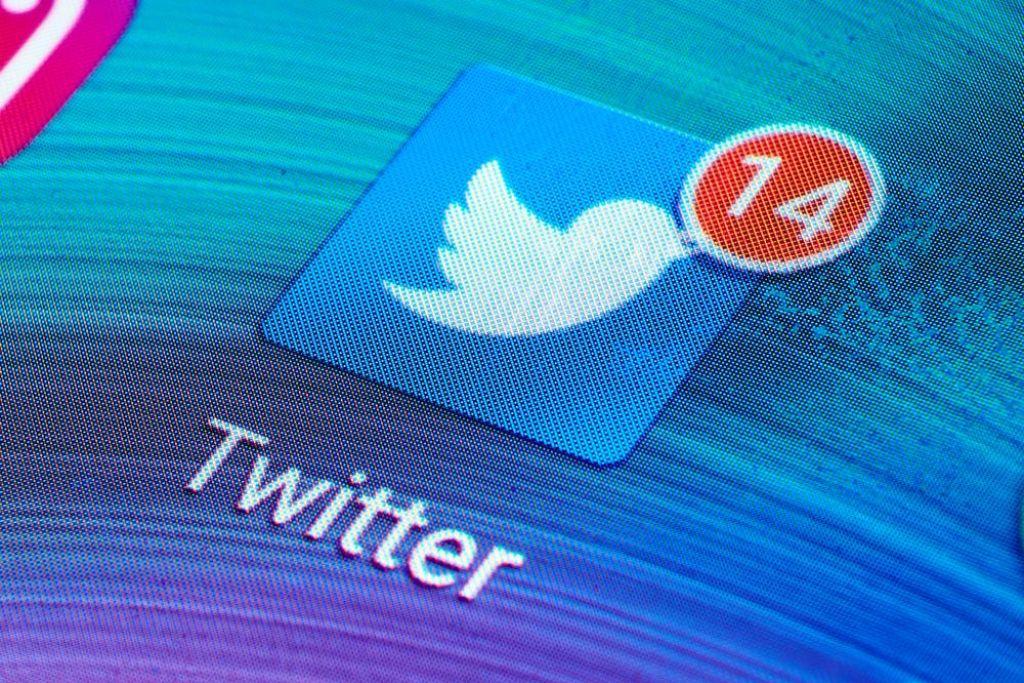 FOTO:Narcisistična kultura je tviter spremenila v »štalo«