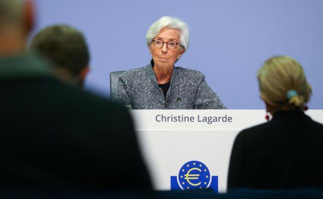 Christine Lagarde, predsednica ECB, vztraja pri kratkoročni obrestni meri –0,5 odstotka za depozite bank. FOTO: Kai Pfaffenbach/Reuters