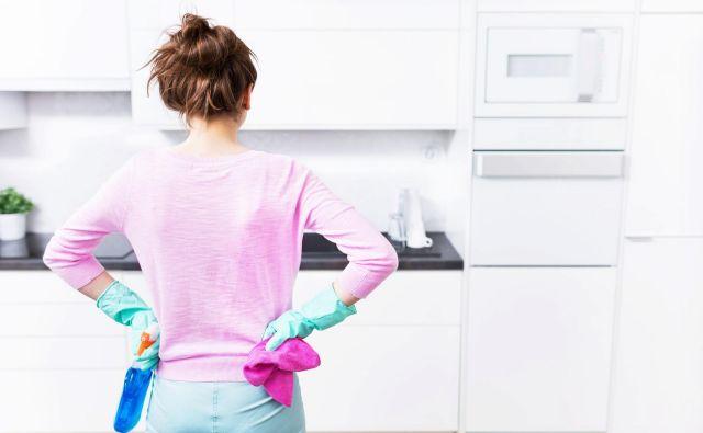 Pri čiščenju kuhinje uporabite pamet, ne surove moči. FOTO: Pikselstock/Shutterstock