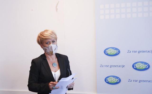 Aleksandra Pivec je za petek sklicala sestanek vodstva Desusa s poslanci. Kot je razumeti, se njenemu vabilu ne bodo odzvali. FOTO: Jože Suhadolnik