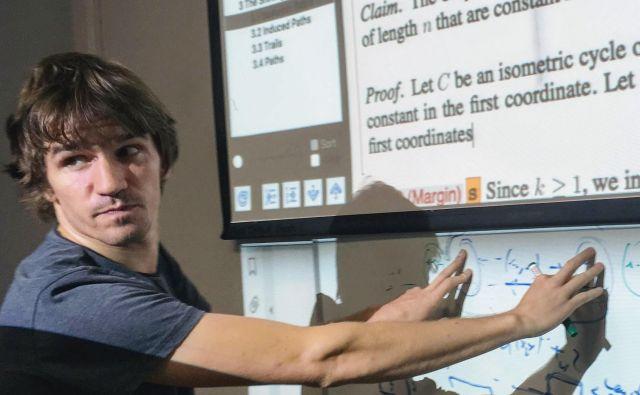 Dr. Matjaž Krnc je docent na Fakulteti za matematiko, naravoslovje in informacijske tehnologije Univerze na Primorskem. Njegovo raziskovalno področje je teorija grafov. Foto Osebni arhiv